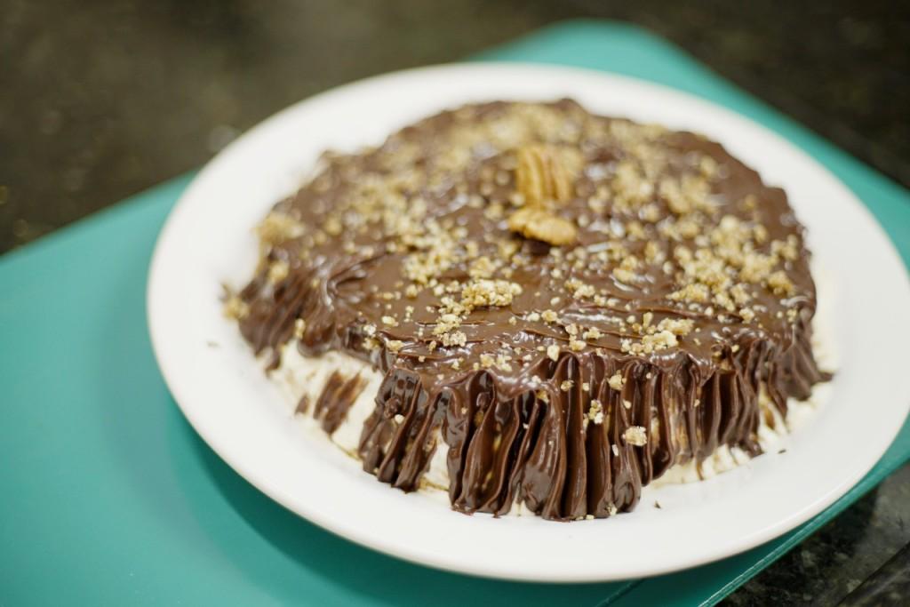 Torta de Bolacha coberta com Nozes Caramelizadas!